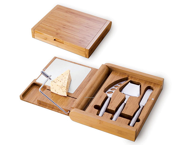 Soiree – Cutting Board With A Cheese Wire And Stainless Steel Cheese Tools