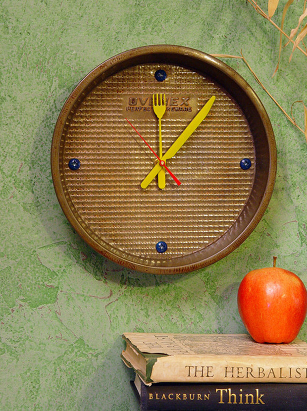 Kitchen Wall Clock with knife & fork hands