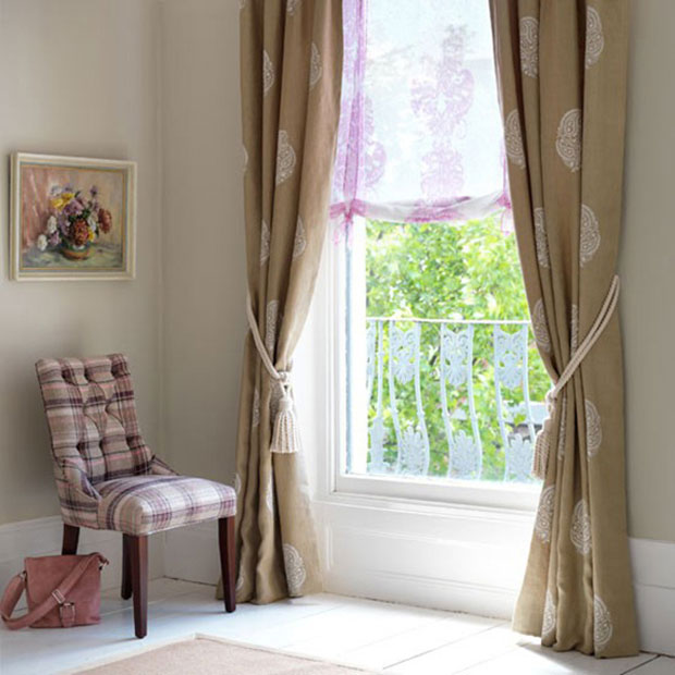 Traditional Print Living Room Curtain Ideas